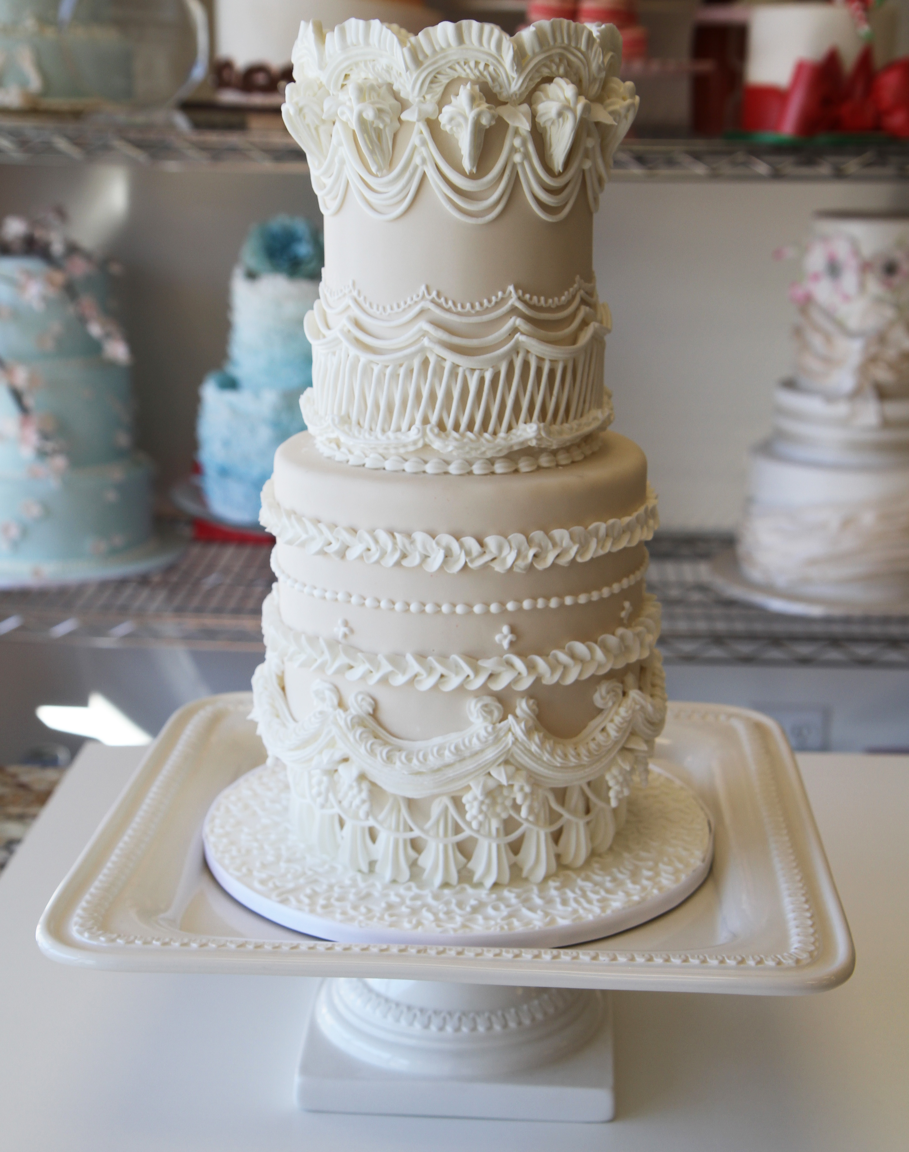 Cake Design For Royal Icing : Demonstration of the Royal Icing Lambeth Method - Pink ...