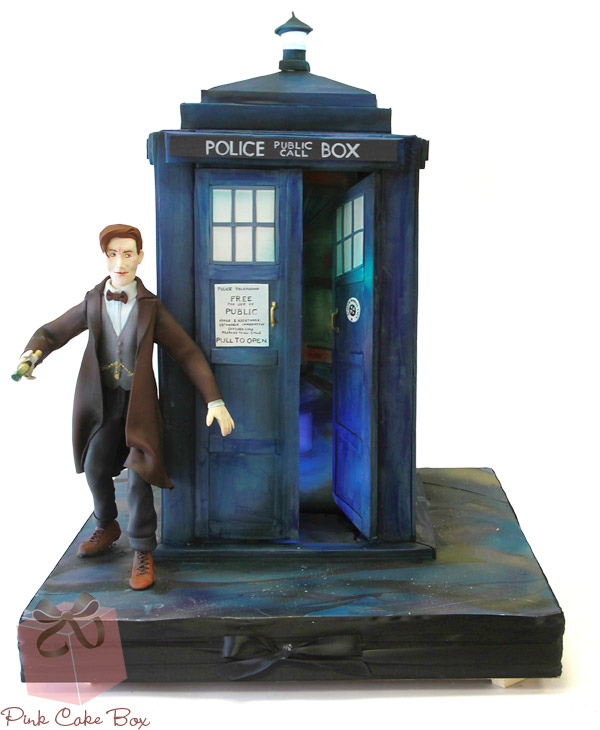 Tardis Doctor Who Cake