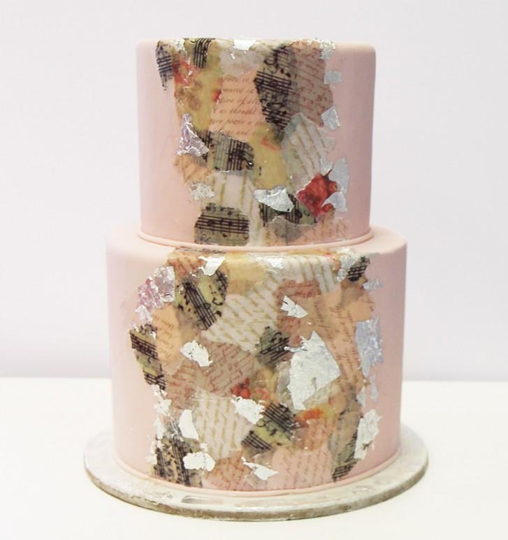 Decoupage effect on a cake