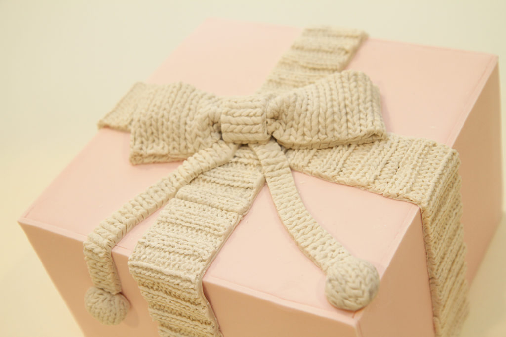 Gift Box Close Ribbed Knit Border Example